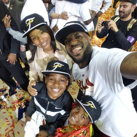 LeBron James naar vijfde NBA-finale op rij