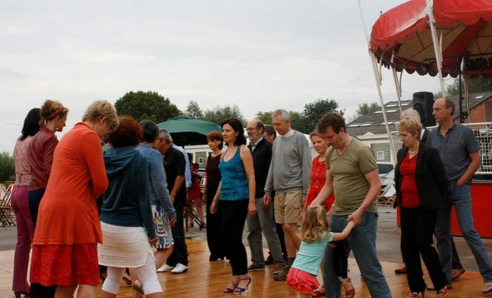 Dansfeest en salsa tussen nostalgische woonwagens