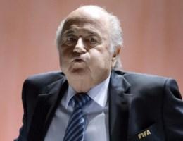 Reacties op ontslag Blatter: 'Zal het WK 2022 nog wel doorgaan in Qatar?'