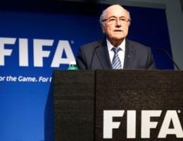 'Sepp Blatter overweegt toch aan te blijven als FIFA-voorzitter'
