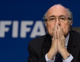 Blatter weigert meteen af te treden als FIFA-voorzitter