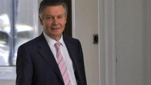 De Gucht stoort zich aan 'kameleon' Peeters