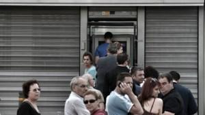 Grieken halen massaal bankautomaten leeg