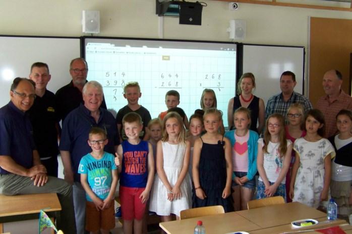 Basisschool Triangel ontvangt digiborden