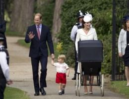 Schattig gezinsgeluk tijdens doop prinses Charlotte