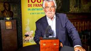 Honderdtwintig briljantjes schitteren in een zilveren A voor Fabian Cancellara