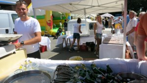 IN BEELD. Fans drinken en eten bij Tourdoortocht