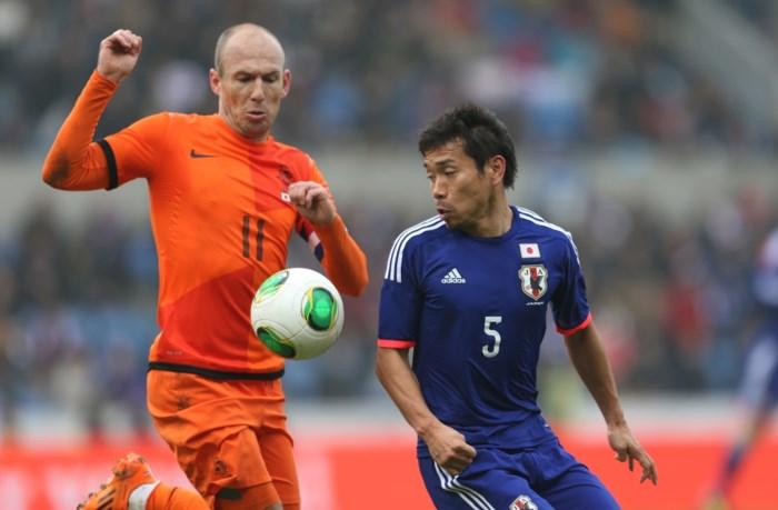 Robben neemt aanvoerdersband van Oranje over van Van Persie