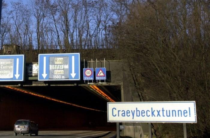 E19 net voor Craeybeckxtunnel tijdlang afgesloten door oliespoor