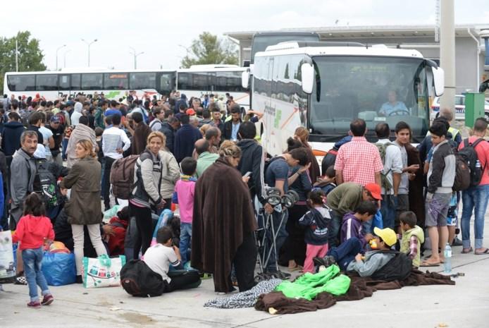 Oostenrijk brengt 1.000 vluchtelingen met bussen naar Duitse grens