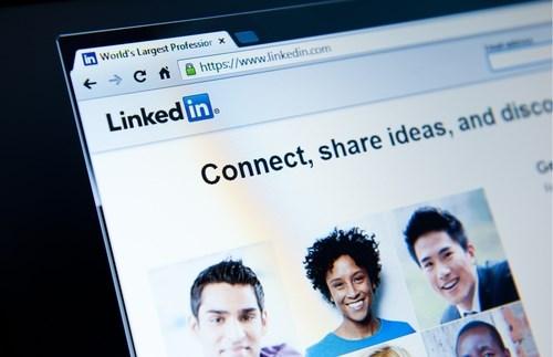 Vrouw snoert man de mond na seksistische opmerking op LinkedIn