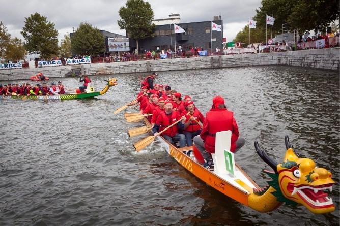 Vijftigtal ploegen neemt deel aan drakenbootrace in Antwerpen