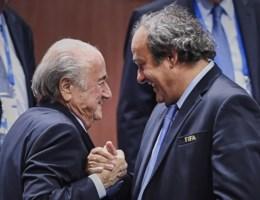 FIFA schorst Platini én Blatter, UEFA zet Fransman alsnog op non-actief