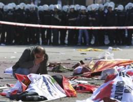 Minstens 95 doden bij aanslag door 'twee zelfmoordterroristen'