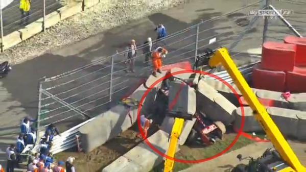 Zware crash Carlos Sainz, Rosberg snelste tijdens laatste oefensessie