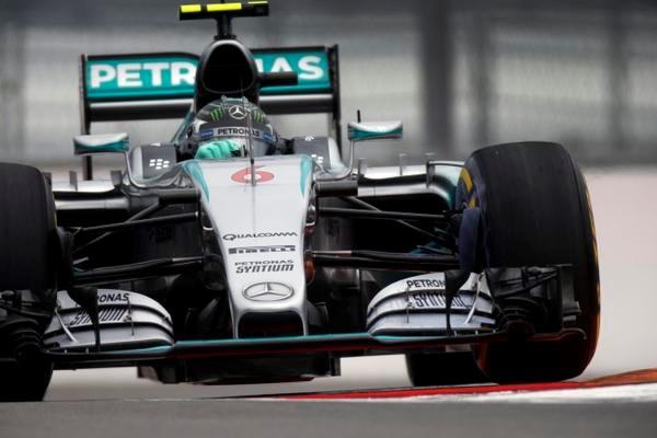 Rosberg verslaat Hamilton in strijd om polepositie GP van Rusland