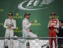 Lewis Hamilton verovert tijdens spectaculaire race zijn derde wereldtitel