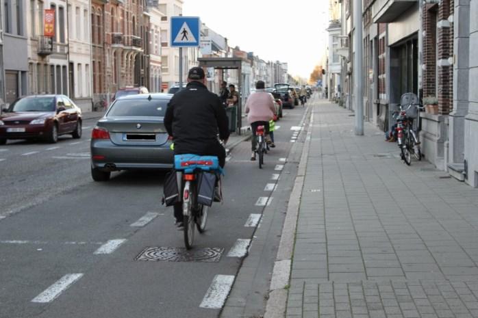 Antwerpsesteenweg krijgt vanaf 4 april veiligere fietspaden