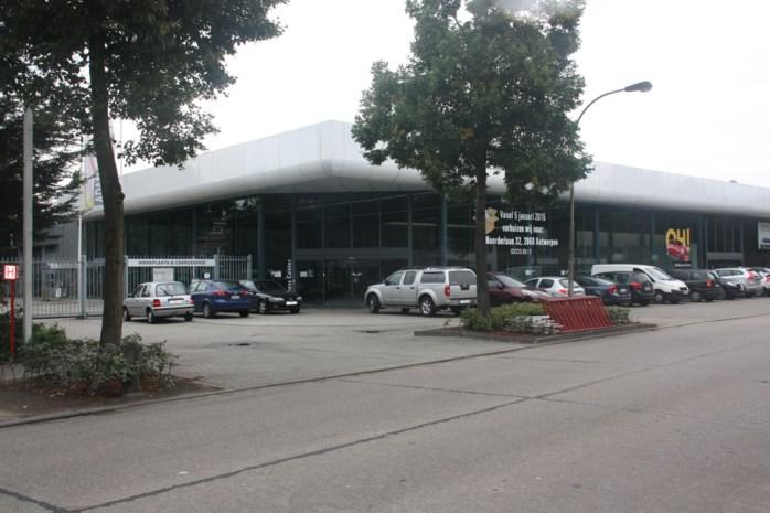 Extra parkeerplaatsen aan voormalige garage in Augustijnslei