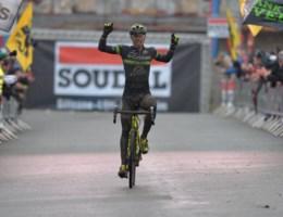 Beresterke Sven Nys pakt eerste overwinning van het seizoen na spektakelstuk