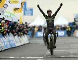 Sven Nys is ontketend en wint voor tweede dag op rij in Koksijde