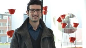 Leuvens burgemeester Tobback geeft in 2018 fakkel door aan Mohamed Ridouani