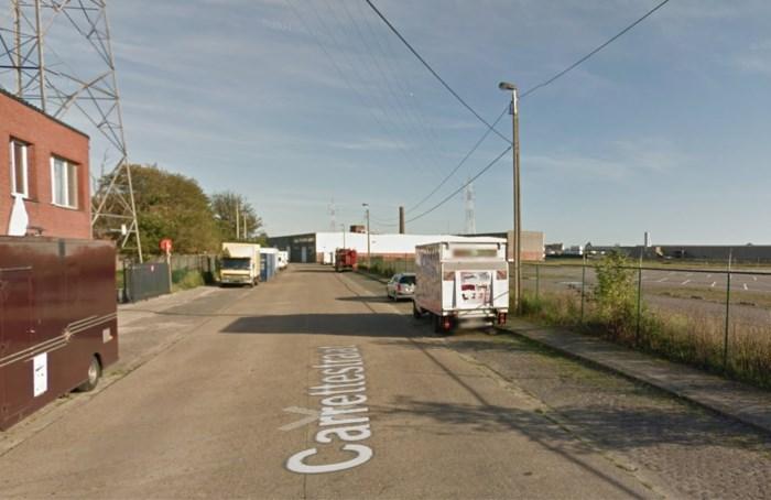Dieven slijpen gat in container
