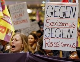 Honderden vrouwen trekken straat op in Keulen tegen seksisme en geweld