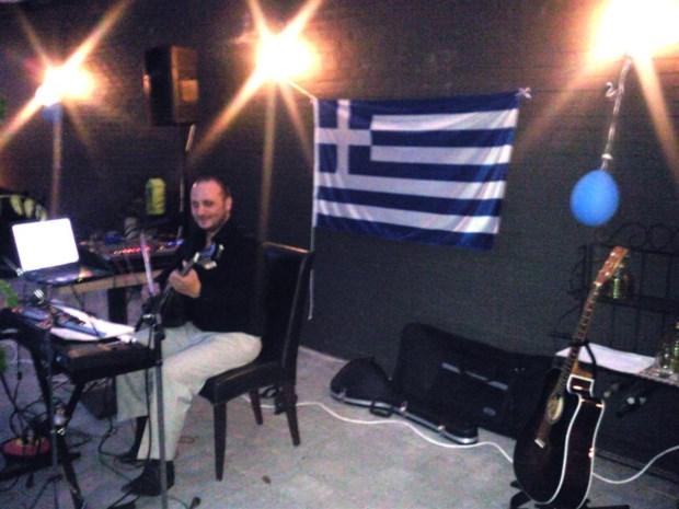 Grieken vieren nieuwjaar met uitbundige muziek