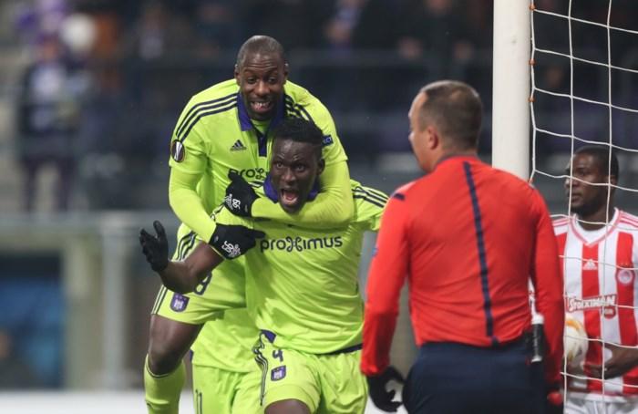 Anderlecht versiert na cruciaal overleg tussen refs goede uitgangspositie tegen Grieken