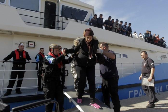 Boot van Frontex pikt 900 vluchtelingen op