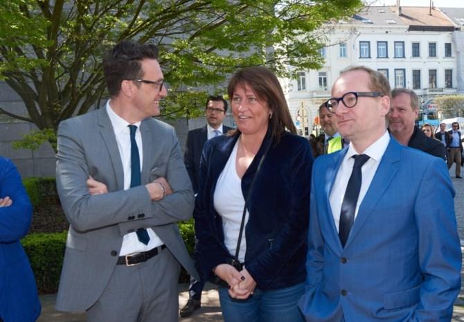 """""""Antwerpen moet niet wachten op Brussel voor voorstadsnet"""""""