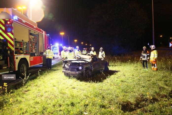 Vrouw zwaargewond na crash op A12