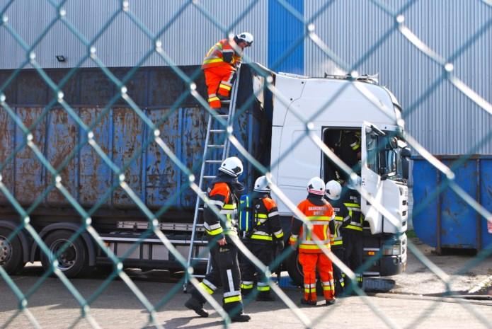 Cabine van vrachtwagen vat vuur