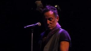 Bruce Springsteen eert Prince met eigen versie van 'Purple Rain'