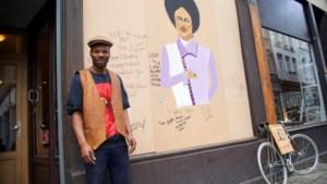 Eerbetoon aan Prince op vernielde etalage barbershop