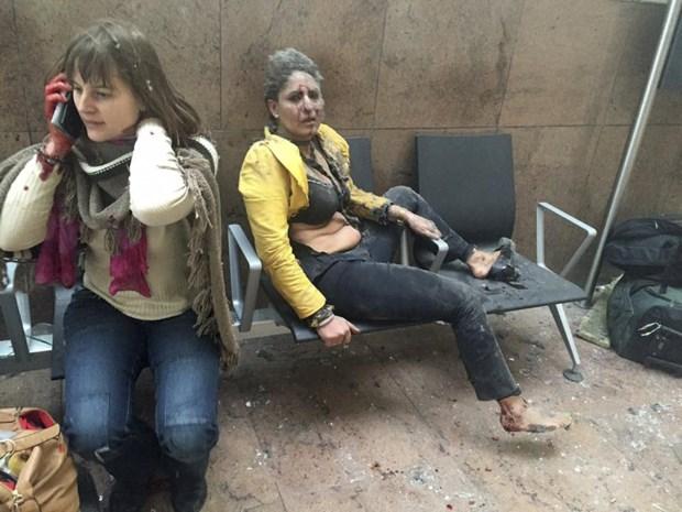 """Stewardess mag eindelijk naar huis na aanslagen Brussel: """"Die foto heeft mijn leven gered"""""""