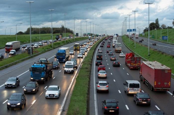Voka wil dat Vlaanderen kilometerheffing voor auto's invoert