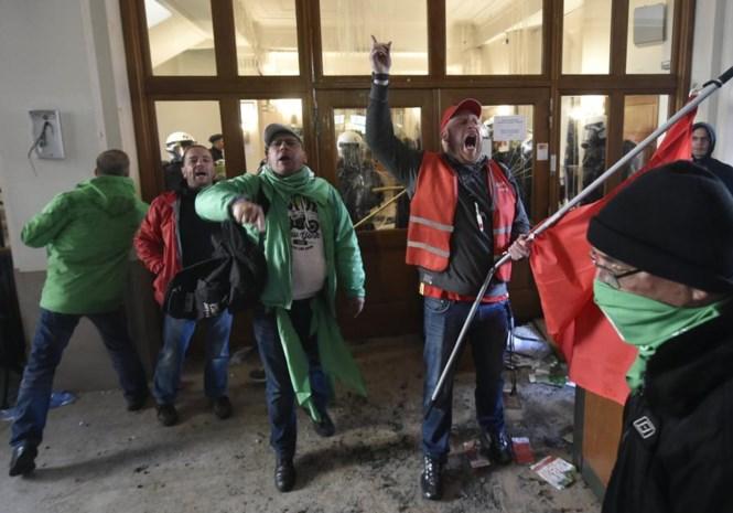 """De Wever en andere N-VA'ers halen uit: van """"politieke PS-staking"""" tot """"crapuleus gedrag"""""""