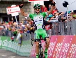 Italiaanse neoprof wint verrassend zware Giro-rit, Jungels neemt roze trui over van ploegmaat