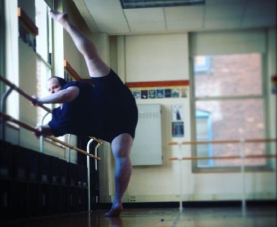 Deze man bewijst dat ballet niet enkel voor slanke meisjes is