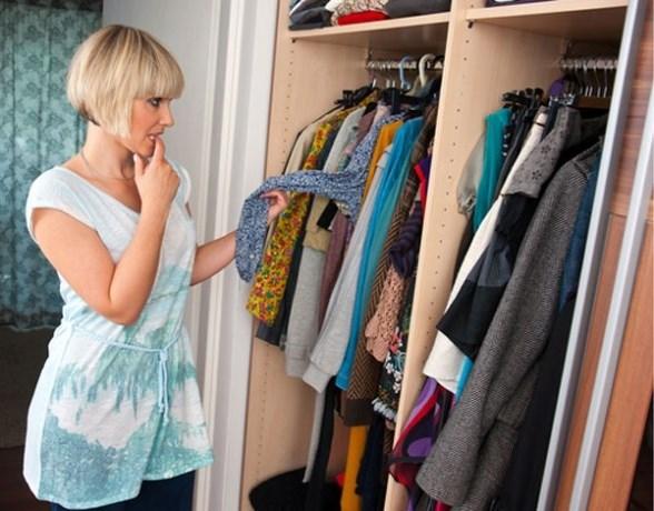 Bijna de helft van de Belgen draagt deel van zijn kleren nooit