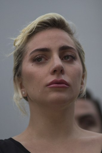 Lady Gaga barst in tranen uit tijdens speech