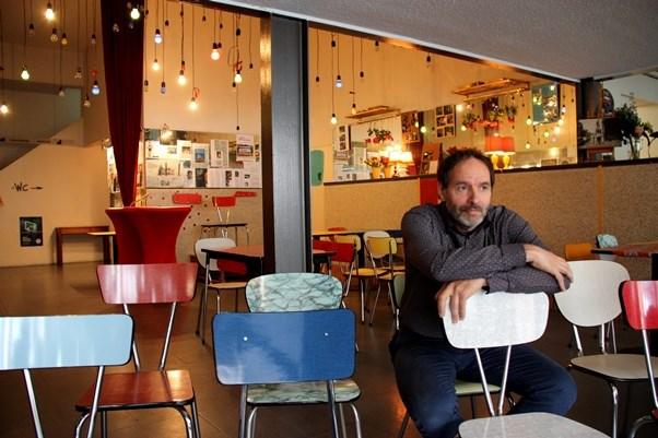 Het Gevolg neemt afscheid van Antonis Koffie Café