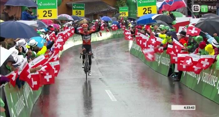 Pieter Weening wint zware bergetappe solo in Zwitserland, Kelderman nieuwe leider