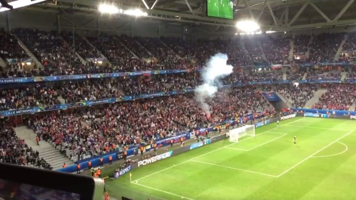 Rusland in de penarie door vuurpijl van fans tijdens wedstrijd