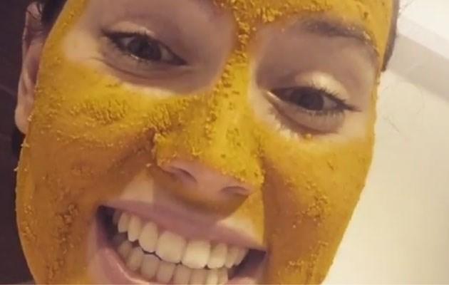 Actrice heeft gênant probleem met masker tegen puistjes