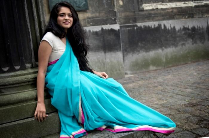 Indiase studente maakt  juwelen met eigen haar