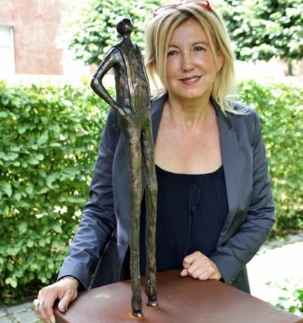 Bronzen Pallieter krijgt plek in tuin van leescafé