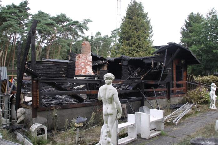 Chalet volledig vernield tijdens renovatiewerken
